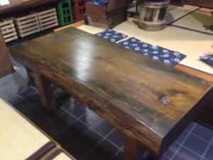 松のテーブル